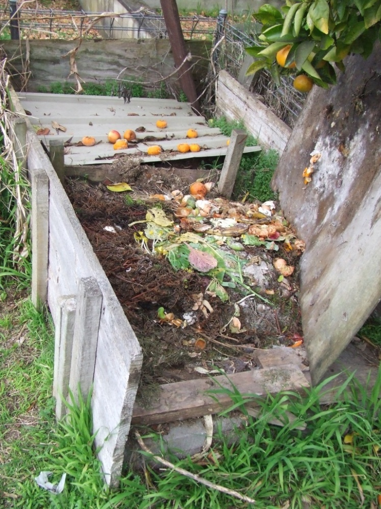 Wooden 2-bay compost bin