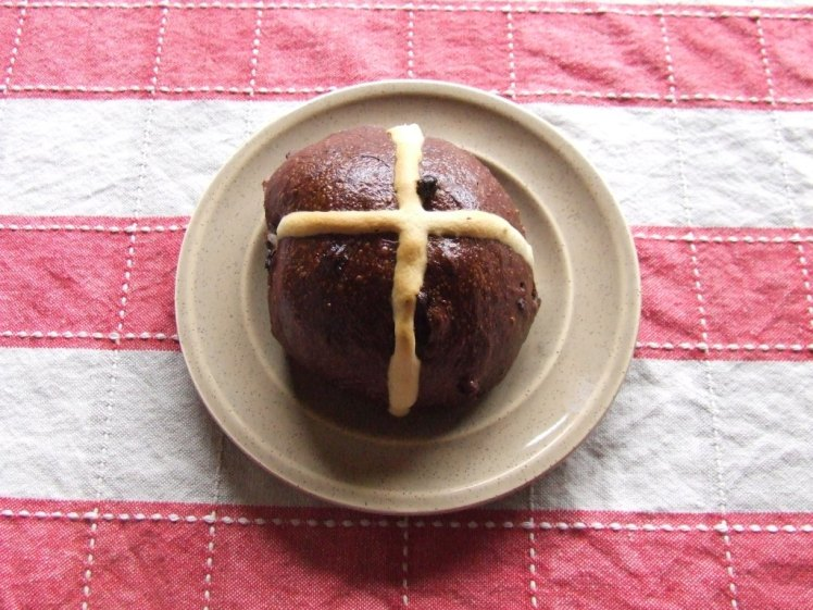 Choc hot cross buns