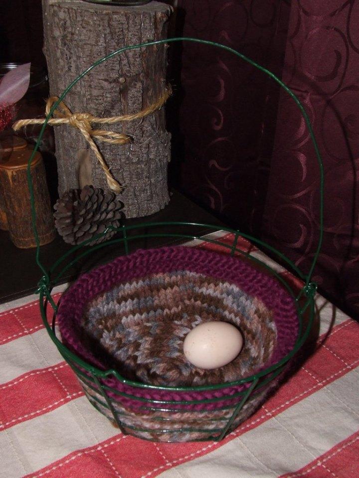 Basket with egg