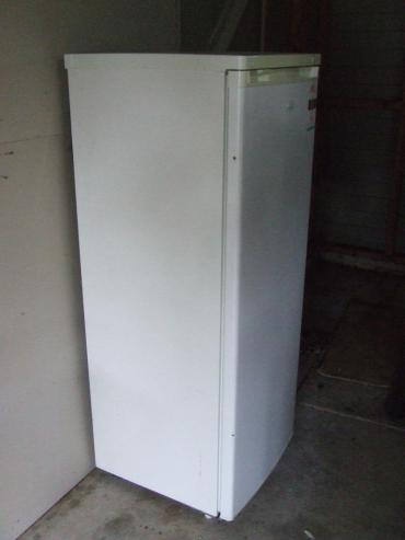 Hello, Mr Freezer. What's that down below? Floor. You mean we have a floor in the garage?