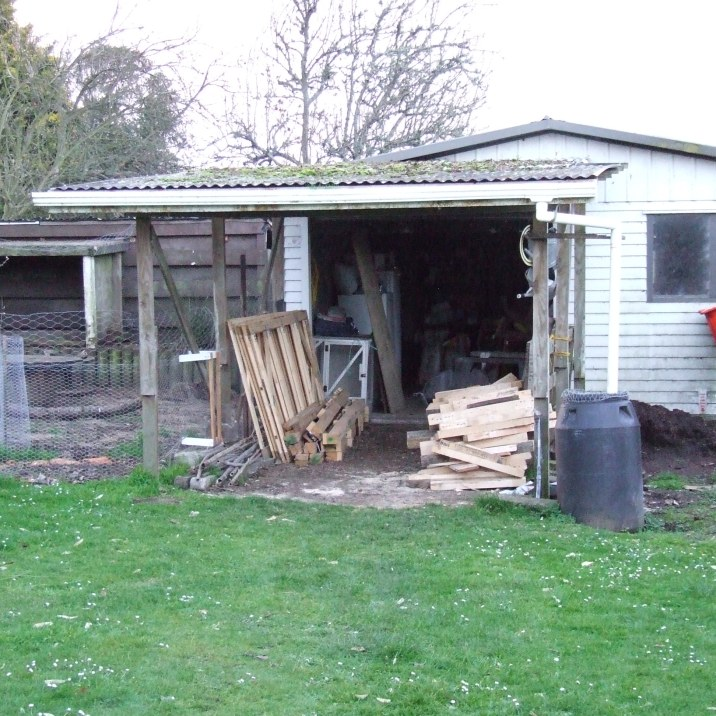 The last chunky pallet pile has now been reduced to pieces of wood loitering in the back carport, awaiting cutting.