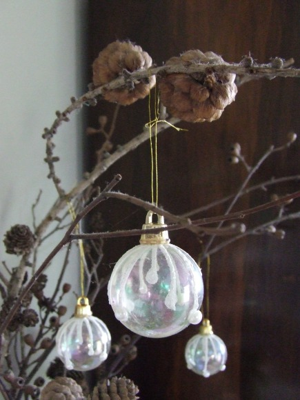 Some baubles that I didn't want to hang on the tree found somewhere else to hang.