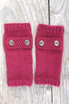 The wrist warmers are complete with buttons. And the colour is still showing up horribly wrong in the photos.